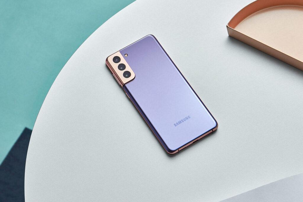 Samsung Galaxy S21 in Violet